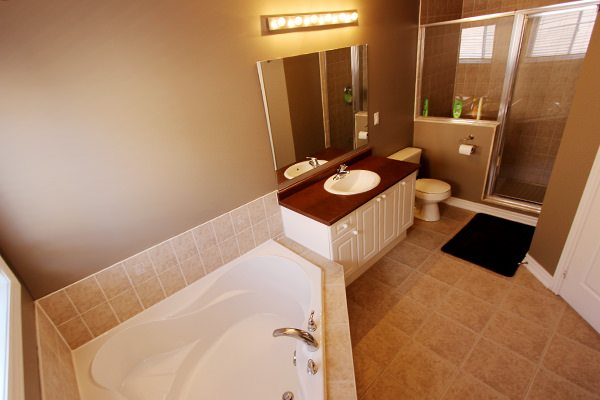 8masterbath_44williamson